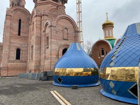 В калмыцкой столице идет монтаж куполов православного храма