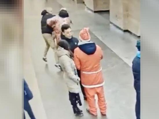 Питерский подросток сломал челюсть Снегурочке и расстрелял Деда Мороза