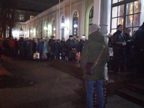 Новые правила безопасности на псковском вокзале привели к очередям