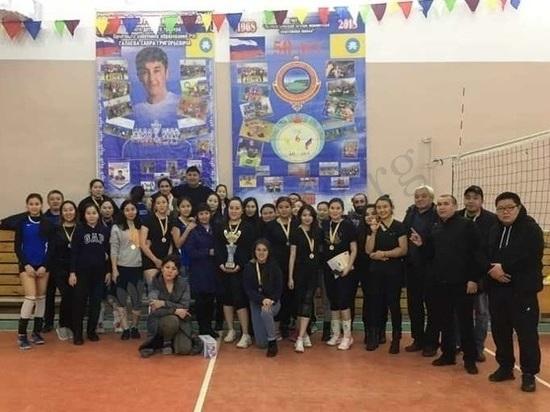 В калмыцком селе Кетченеры помянули тренера волейбольным турниром
