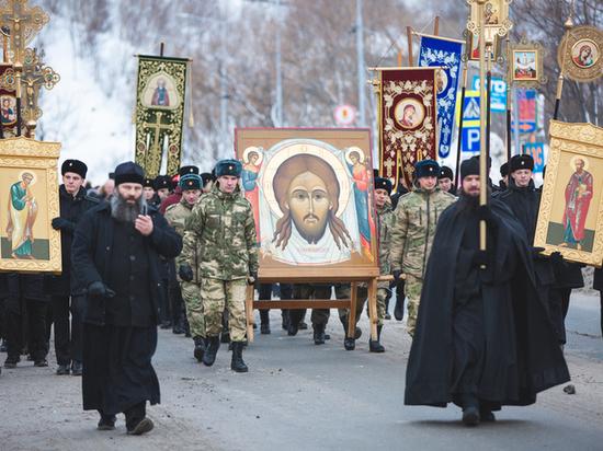 В крестном ходе на Камчатке приняли участие светские власти