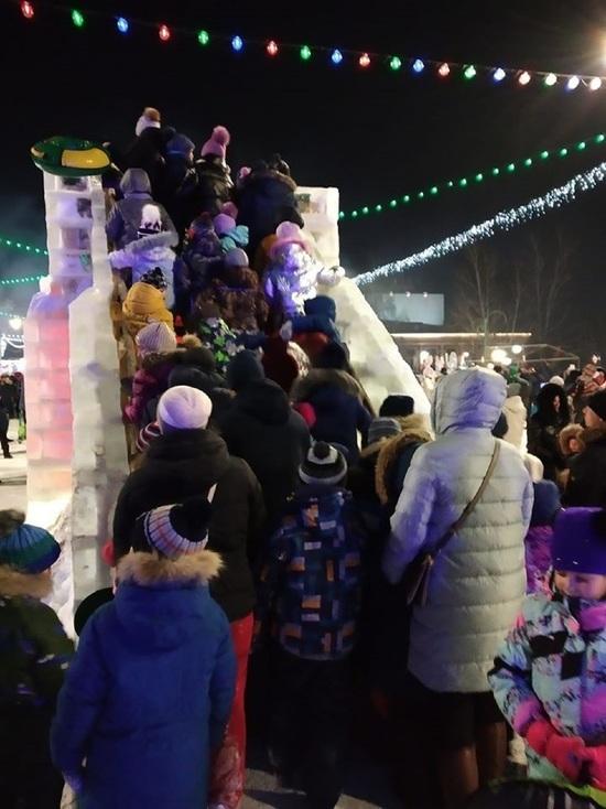 Барнаульцы раскритиковали снежный городок на площади Сахарова