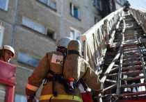 В жилом доме в Чите загорелась квартира, жителей эвакуируют