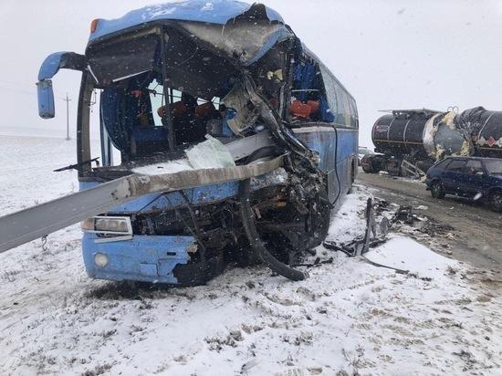 На Дону в столкновении МАЗа и автобуса пострадал один из водителей