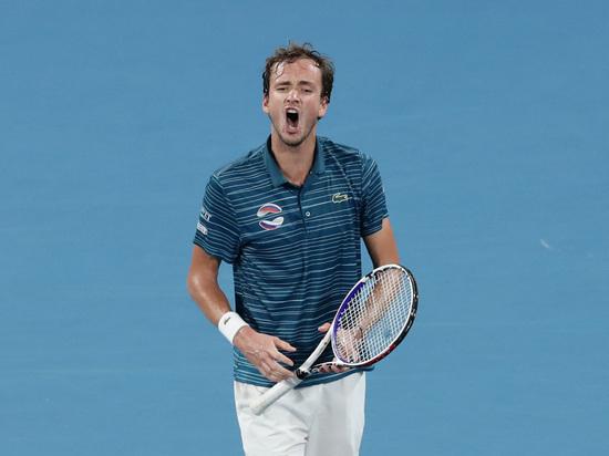 Россия в полуфинале Кубка АТР, но Медведев опять психует