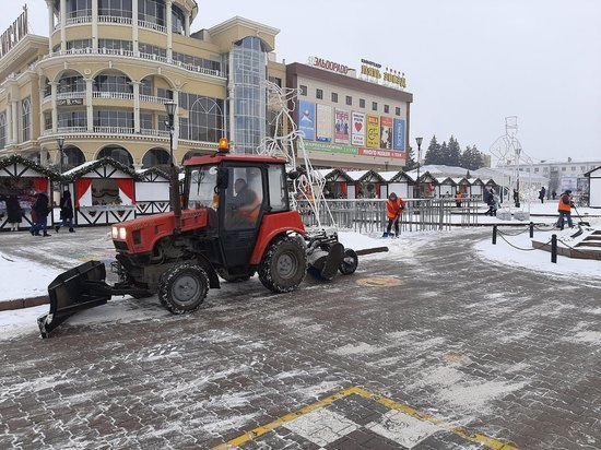 В Курске очистку улиц от снега производит спецтехника