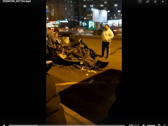 Легковушка врезалась в маршрутку на Большевиков