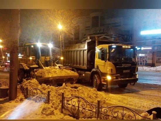 По словам специалистов дирекции предприятия, не менее двадцати восьми единиц спецтехники работают на улицах областного центра ежедневно