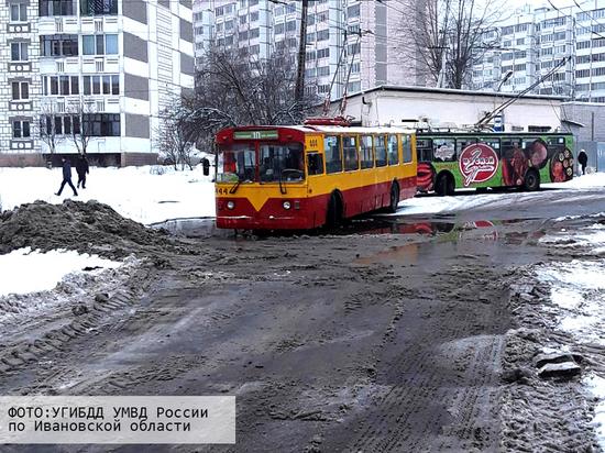 За минувшие сутки в Ивановской области произошли две аварии