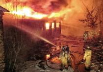 В пожаре в Ельне погибли двое мужчин