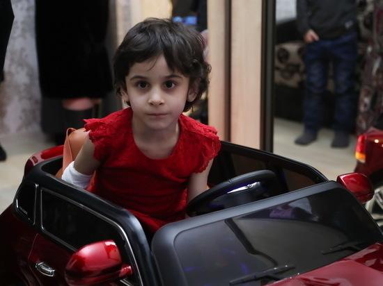 Отданная на воспитание родной тете девочка уже полгода лечится в больнице