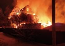 В Ревякино сгорел дом на двух хозяев, есть пострадавшие