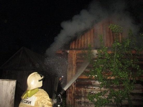 За минувшие сутки спасатели трижды выезжали на тушение пожаров в банях