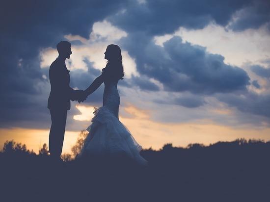 Петербуржцы стали реже жениться и чаще разводиться