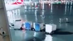В Дубае проливные дожди затопили аэропорт: отменены десятки рейсов