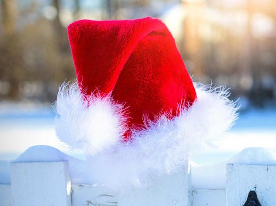 Вор в шапке Деда Мороза обокрал прихожан во время крестин