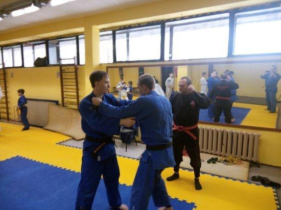 В Туле глава школы боевых искусств провел тренировку по грэпплингу