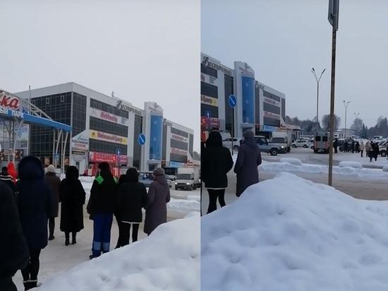 В Кемерове эвакуировали крупный рынок из-за угрозы теракта