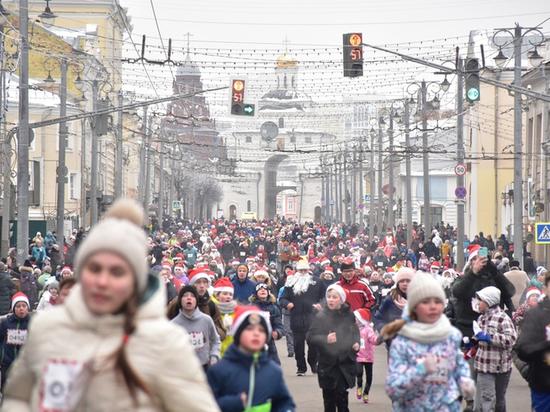 Три тысячи владимирцев приняли участие в забеге Дедов Морозов
