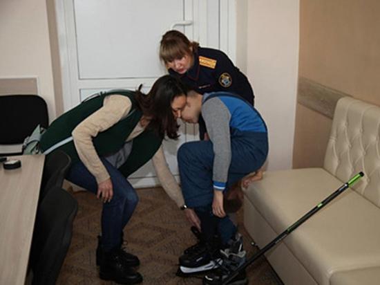 Мальчика с вросшей в колени гречкой после операции вернули матери