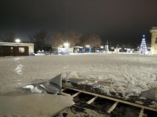 Накатались:в Оренбурге каток с бульвара убирают