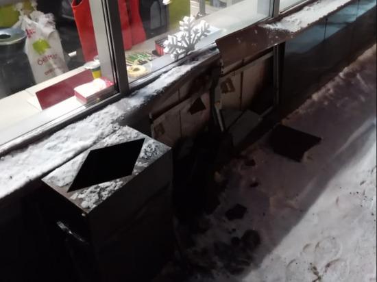 Ребёнок в Кемерове снял машину с ручника и попал в ДТП