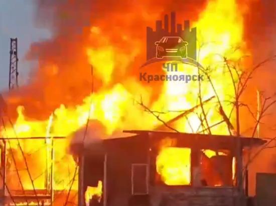 На Транзитной пожар: горит жилой дом