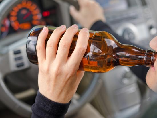 Жительница Саяногорска, севшая пьяной за руль, позвонила в полицию и донесла сама на себя