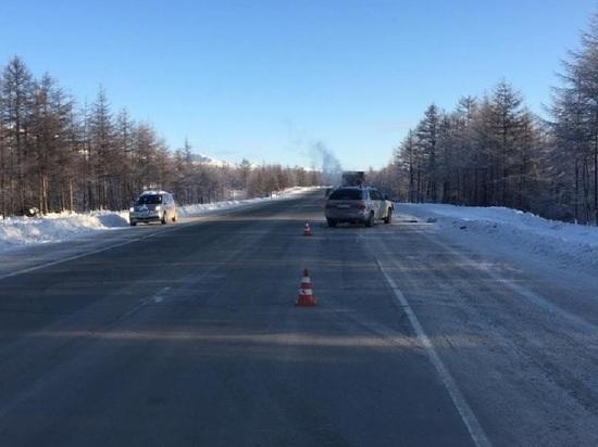 Легковушка столкнулась с грузовиком на Колыме: трое пострадавших