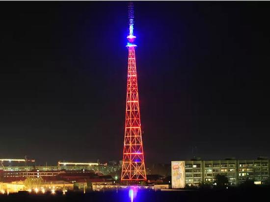 С Астраханской телебашни снимают подсветку