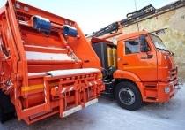 12 новых мусоровозов прибыли на остров