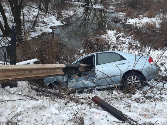 В Шиловском районе иномарка протаранила отбойник