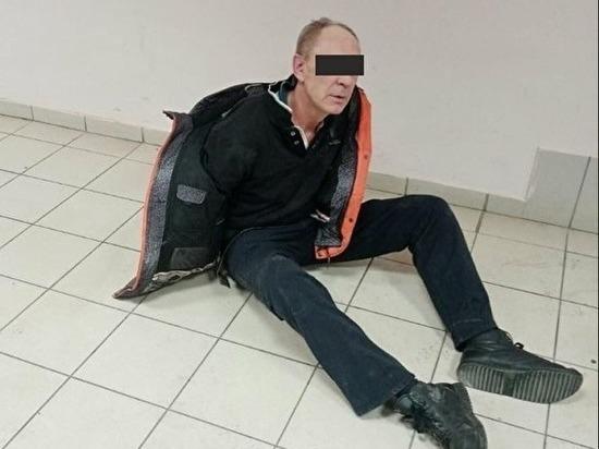 В Челябинске покупатель кидался бутылками шампанского в магазине