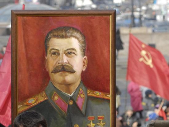 Депутат предложил повесить портрет Сталина на ГУМе ради