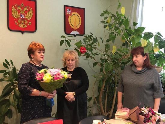 Ветеран сферы образования из Серпухова получила награды от Главы