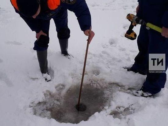 Инспекторы ГИМС замерили толщину льда в местах крещенских купаний Казани