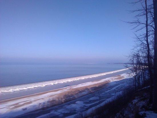 Из-за теплой зимы саратовцы будут окунаться на Крещение не в прорубь, а с берега в Затоне