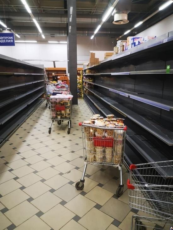 """В псковском ТК """"Империал"""" опустел торговый зал"""