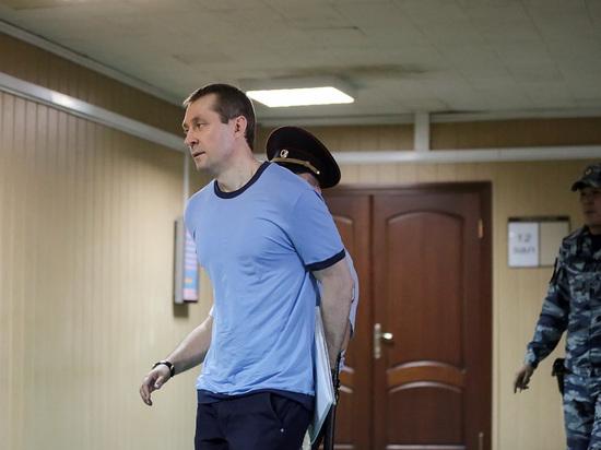 СМИ: экс-полковник Захарченко избил заключенного в колонии