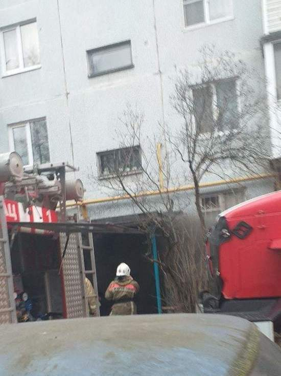 В Пскове загорелся подвал жилого дома
