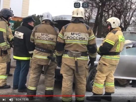 На площади Ленина в Пскове загорелся автомобиль