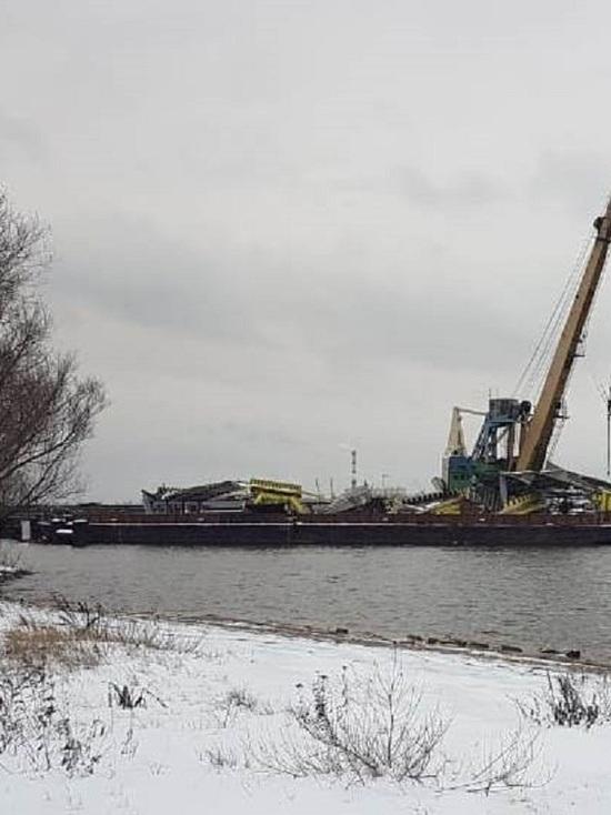 Затонувший в Ярославле желтый дебаркадер продолжают разбирать