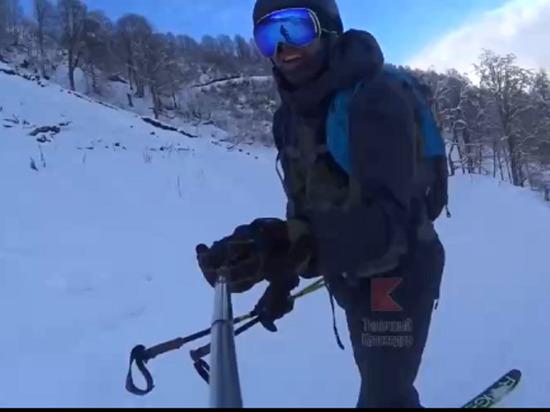 Лыжник в шутку сбил сноубордиста и попал на видео в горах Сочи