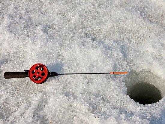 В Карелии рыбак провалился под лед на Онежском озере