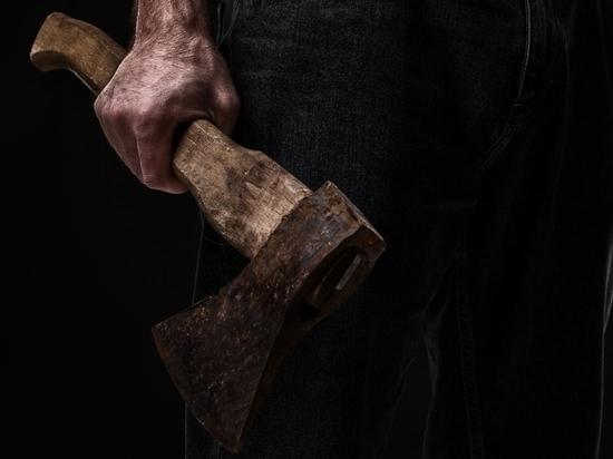 Напавшего на брокеров с топором петербуржца осудили и отпустили