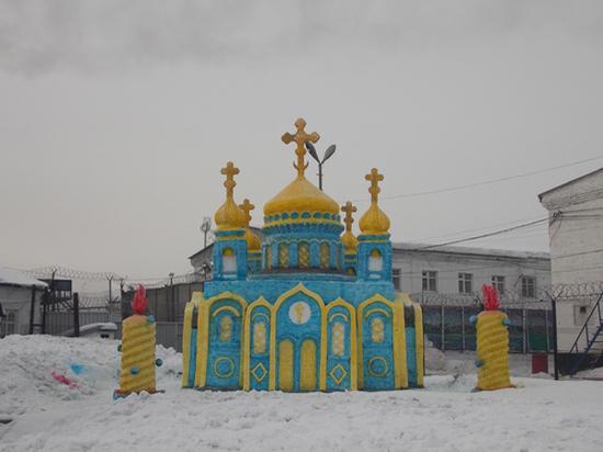 Заключённые в Кузбассе построили копию храма Христа Спасителя
