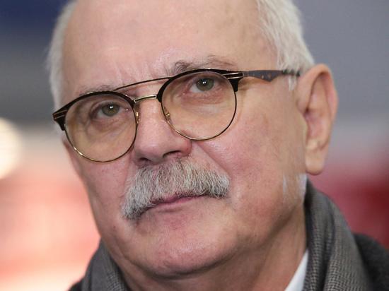Михалков отказался комментировать инцидент с выпавшей из окна моделью Пунтус