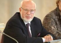 Приоритет основного закона России над международными договорами и законодательством, решениями международных органов должен быть закреплен в самой Конституции, заявил в послании Федеральному Собранию президент Путин
