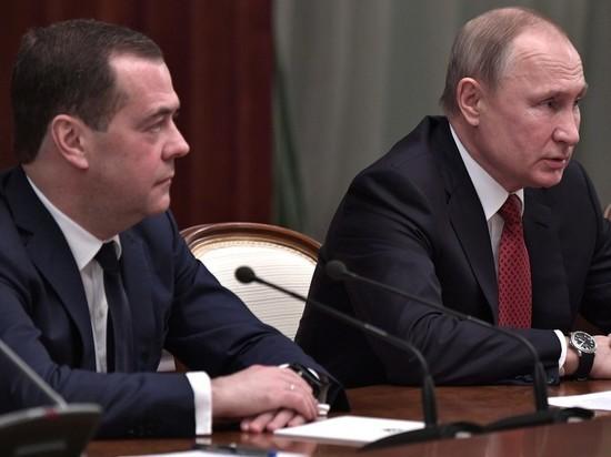 Причиной отставки правительства Медведева стало неумение тратить
