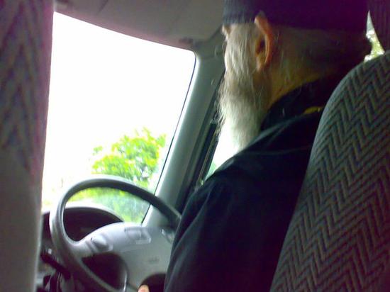 Священник РПЦ рассказал о подработке таксистом
